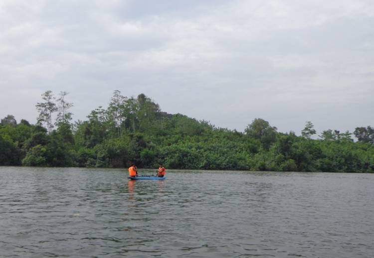 Riding Oruwa (Boat)